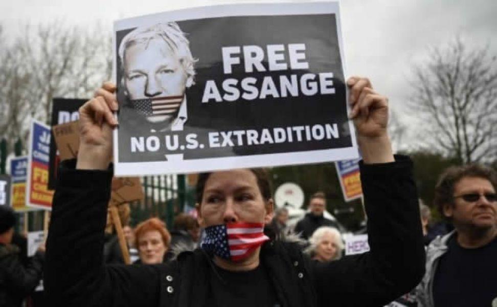Se inició ayer en Londres el juicio para extradición de Julian Assange a EE.UU., erosionado tras una década de confinamiento.
