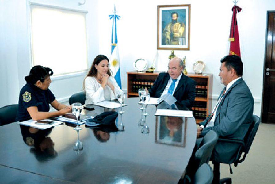La nueva Comisión de Enlace Institucional generará canales de comunicación más eficientes para la defensa de los intereses de la sociedad.
