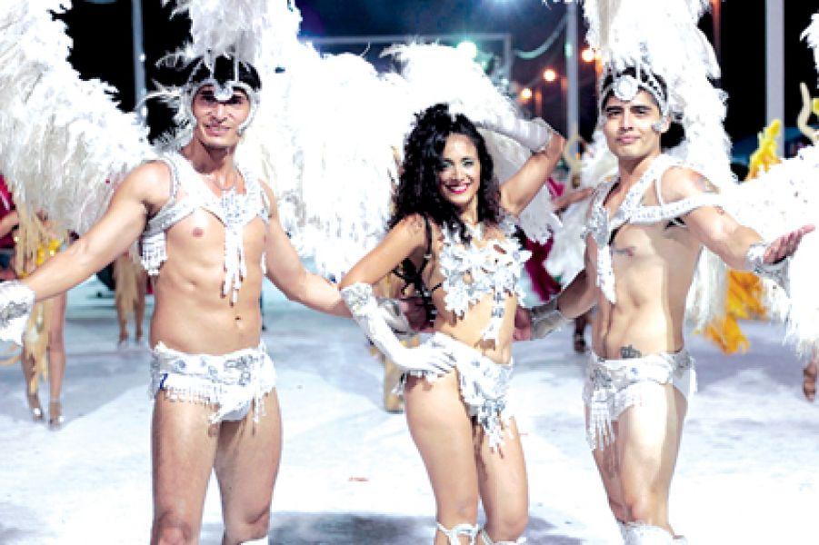 Murgas y comparsas cumplirán el ritual de la última noche de desfiles y premios carnestolendos en el corsódromo de la Avenida del Carnaval.