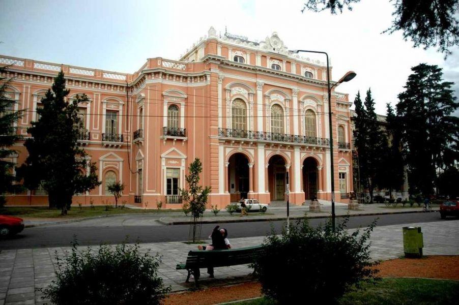 El 1 de abril el gobernador Gustavo Sáenz emitirá su primer mensaje ante la Asamblea Legislativa. Este año sería por sistema virtual.