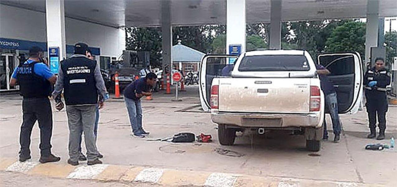 Uno de los vehículos implicado en el robo a un comerciante fue detenido en una estación de servicio de Tartagal.
