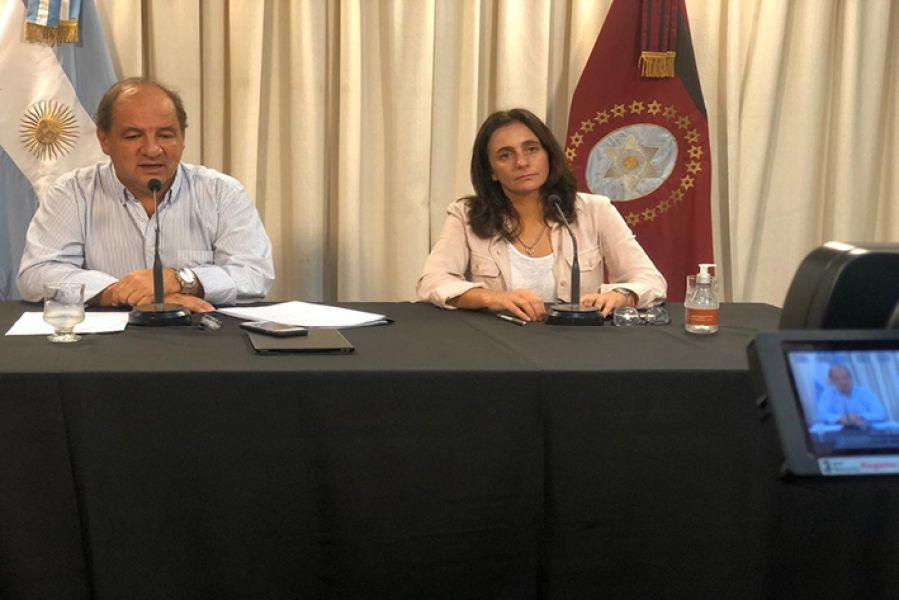 Ricardo Villada y Josefina Medrano en conferencia de prensa.