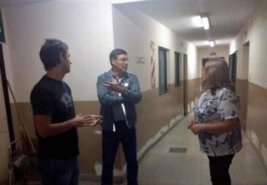 En una visita de autoridades del municipio de Rosario de la Frontera, se verificó el estado edilicio de la ex Clínica del Rosario.