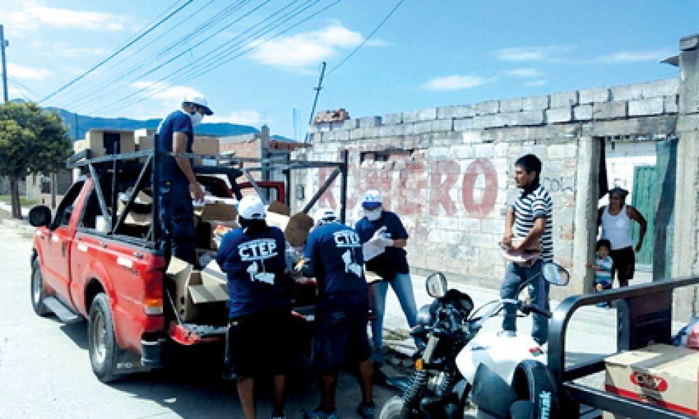 Los voluntarios entregaron los bolsones de alimentos familias vulnerables de barrios carenciados de la zona sur y sudeste.
